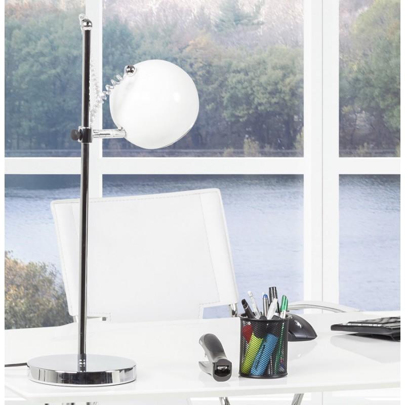 Lampe de table design batara en m tal blanc for Lampe de table design